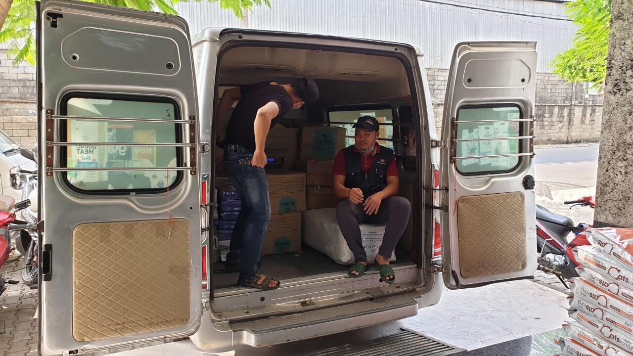 cho thuê xe tải van chở thức ăn cho thú cưng